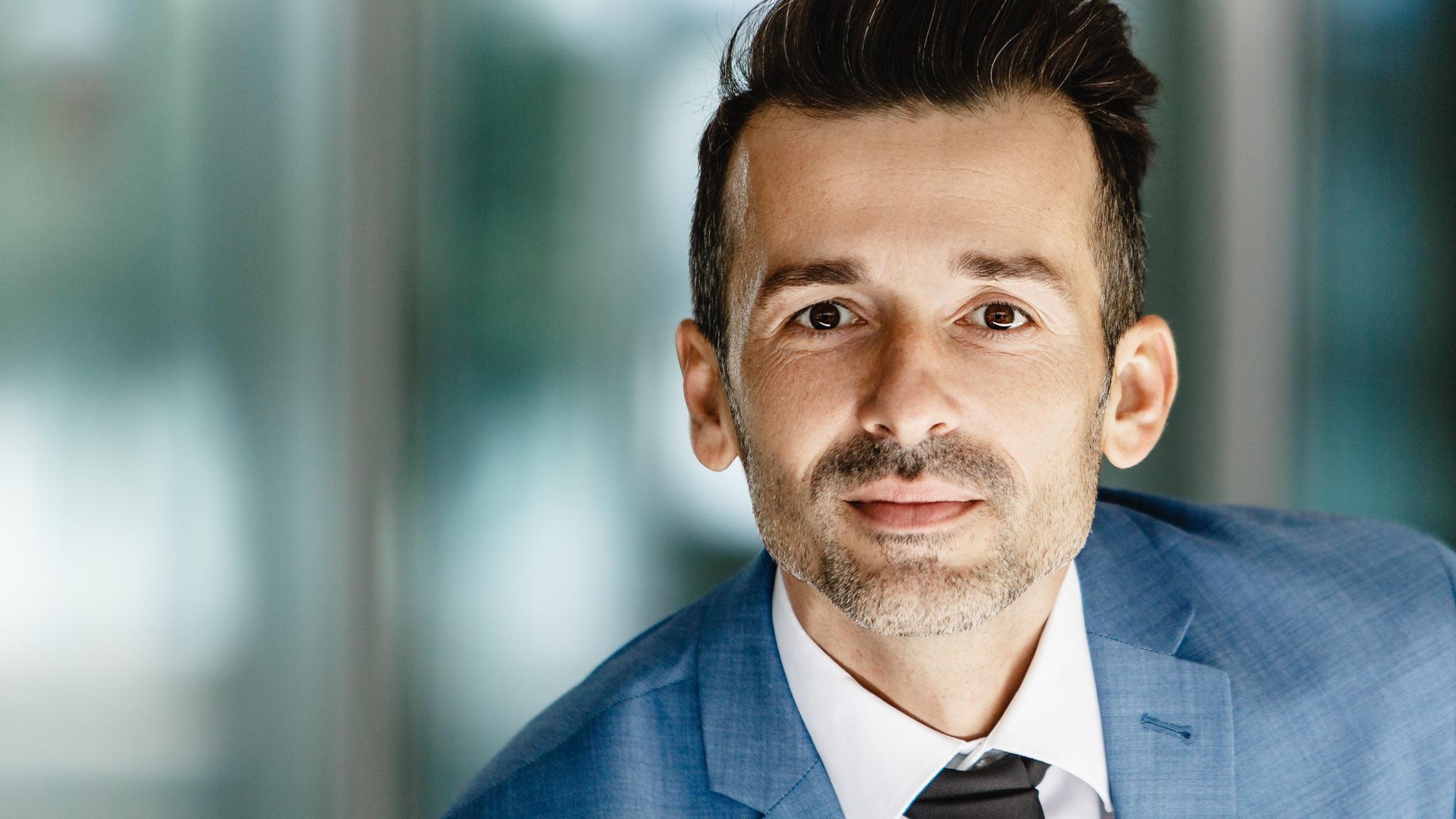 Markus Schneeberger Businessfotografie - headshot davor 1 - Headshotportrait